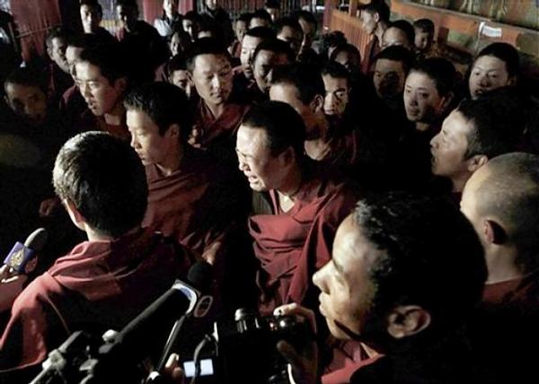 2014 01 24 Remembering Groups of Foreign Journalists Entering Tibet in 2008 1