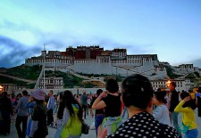 """A Netizen on Twitter Describes her Experience of Visiting Lhasa"" By Woeser"
